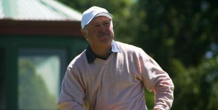ACT golfer Bill Banks has won the NSW Senior Amateur Championship with a one shot victory over Denis Dale.